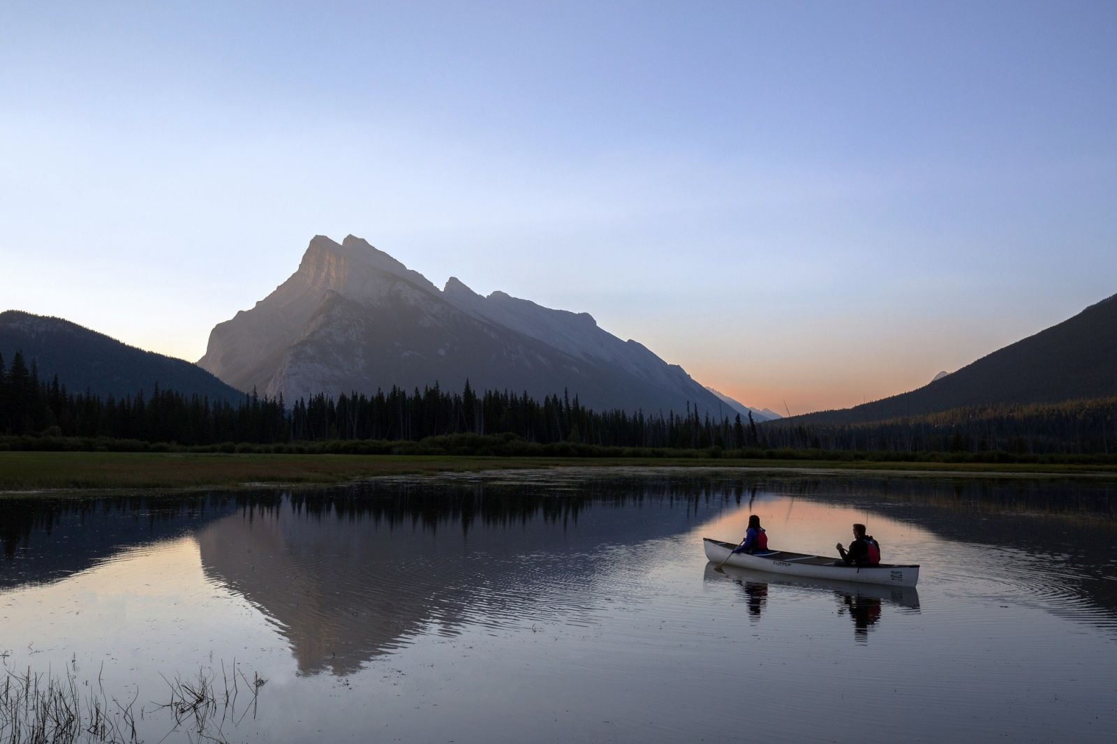 8 Jaw-Dropping Paddles to Explore in Banff National Park